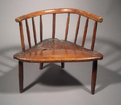 Semicircular chair