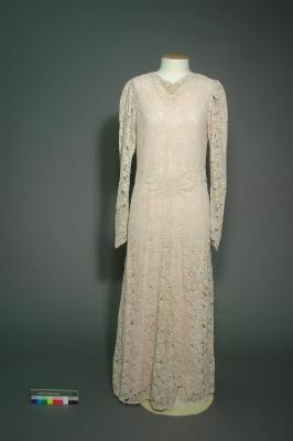 Wedding dress; Worn by Dorothy Palmer at her wedding to Laurence Rickard, Christchurch, 1937
