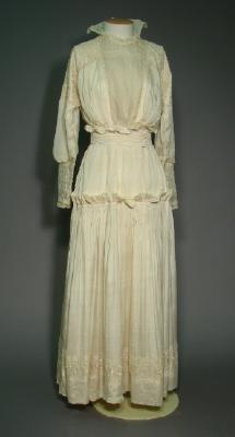 Wedding dress; Worn by Janet Stewart at her wedding to James Wood, 1916