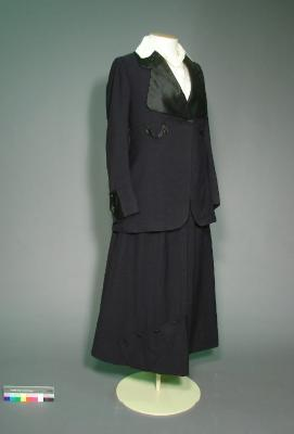 Wedding suit, 'Going away' outfit: Jacket and skirt, worn by Ellen Taylor