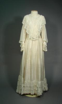 Wedding dress; Mary Gillieson Paterson (later Ayson), 1905