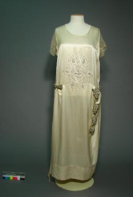 Wedding dress of Esther Botting, 1926